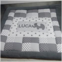 """Spiel- und Krabbeldecke """"Luca"""" grau mit Namen und Applikation nach Wunsch"""